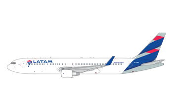 Gemini Jets 1:400 LATAM Airlines Chile Boeing B767-300(ER)w 'New Colours' CC-CWV (GJLAN1849)