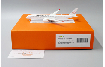 JC Wings 1:400 JAL Japan Airlines Airbus A350-900 XWB 'Flaps Down' JA04XJ (EW4359004A)