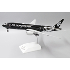 JC Wings 1:200 Air New Zealand Boeing B777-200(ER) 'All Blacks' ZK-OKH (XX2260)