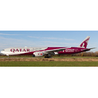 JC Wings 1:400 Qatar Airways Boeing B777-300(ER) 'FIFA World Cup Qatar 2022 - Flaps Down' A7-BEB (XX4489A)