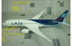 Phoenix Models 1:200 LAN Chile Airlines Boeing B787-800 Dreamliner 'Delivery' CC-BBA (PH20084)